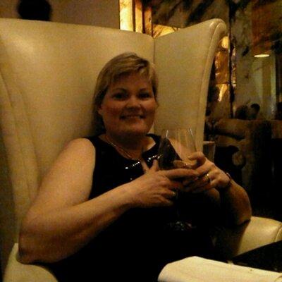 Lisa Abbott   Social Profile