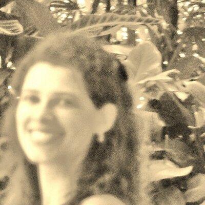 Ana Carolina Santos | Social Profile