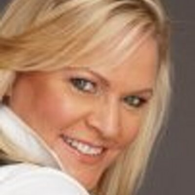 Carolyn Hinsey | Social Profile