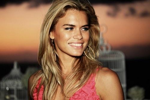 Nicolette van Dam Social Profile