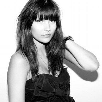 Anna Reeve   Social Profile