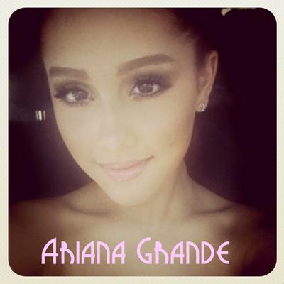 Ariana Grande | Social Profile