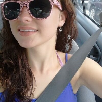 lanie | Social Profile