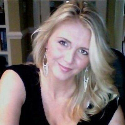 Lindsey | Social Profile