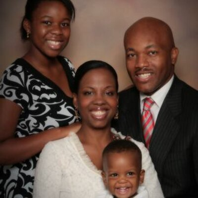 Upbeat Dad Organiz | Social Profile