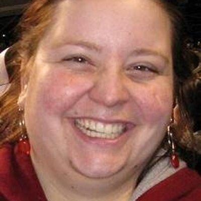 Laura E | Social Profile