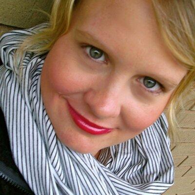 Emily Elling | Social Profile