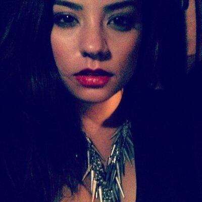 Nina Roxanne | Social Profile