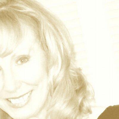 Elaine Lemm | Social Profile