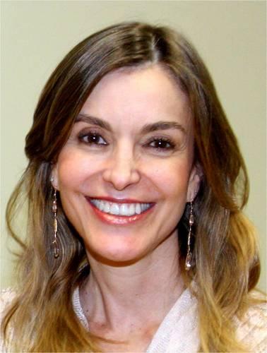 Renata Vilhena Social Profile