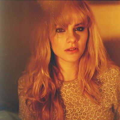 Alice Gold | Social Profile