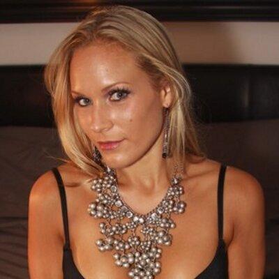 Lynette Abbazio | Social Profile