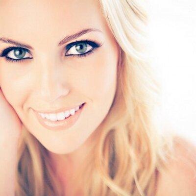 Christa Belle | Social Profile