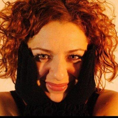 Esra Girgin    Social Profile