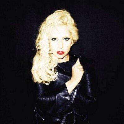 Ms. Lautner | Social Profile