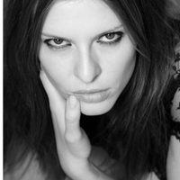 Adriana Caye | Social Profile