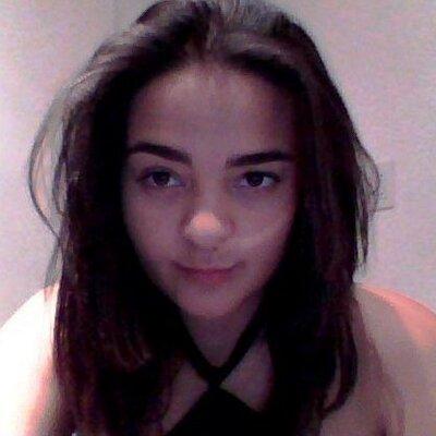 Lili Marinho | Social Profile