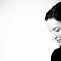 Lara Ferroni | Social Profile