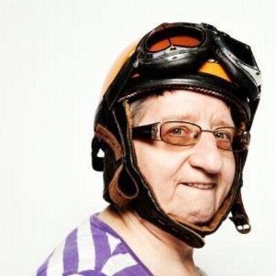 Tante Rikie | Social Profile