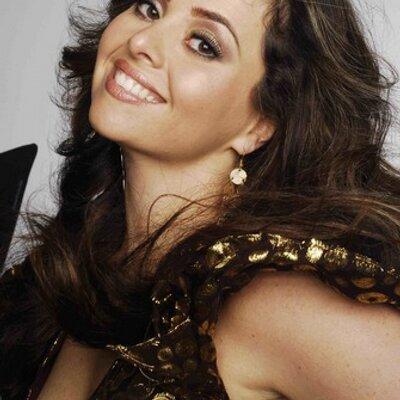 Mandy Nuwar Nicholas   Social Profile