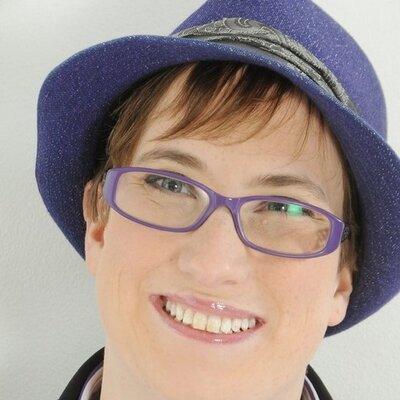Robyn Steward | Social Profile