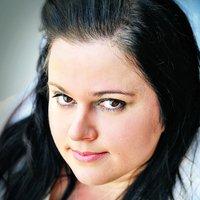 Stephanie Hansen | Social Profile