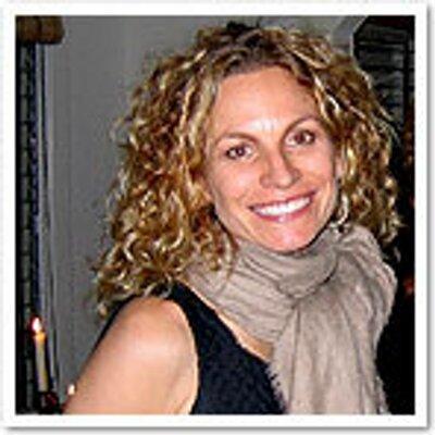 Carolynn Carreño | Social Profile