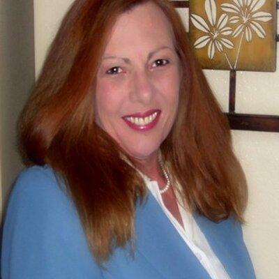 Kelly Groovy Gamble | Social Profile