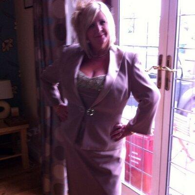 Roslyn Allison   Social Profile