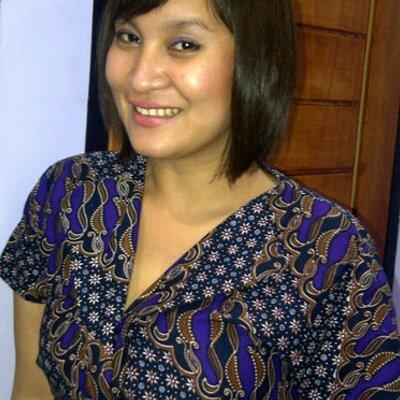 iin suryani priyono | Social Profile