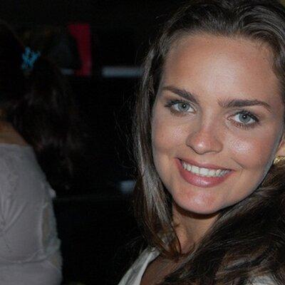 Manuela Cal | Social Profile