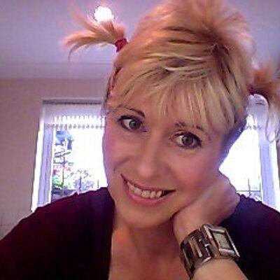 Liz O.N.E   Social Profile