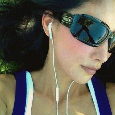 Naomi Robinson | Social Profile