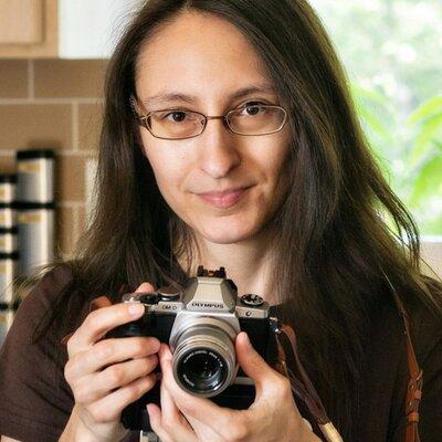 Paula Thomas   Social Profile