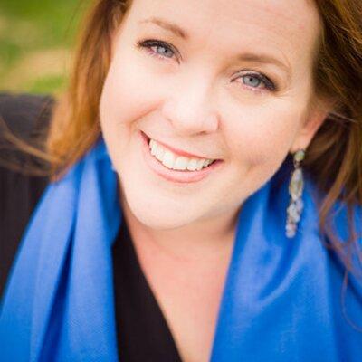 Lara DiPaola | Social Profile