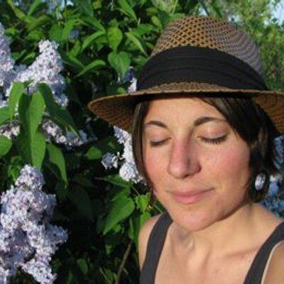 Mia Davis | Social Profile