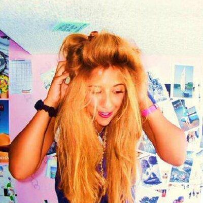 Isarella Hawa | Social Profile