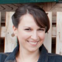 Amanda MacMillan | Social Profile
