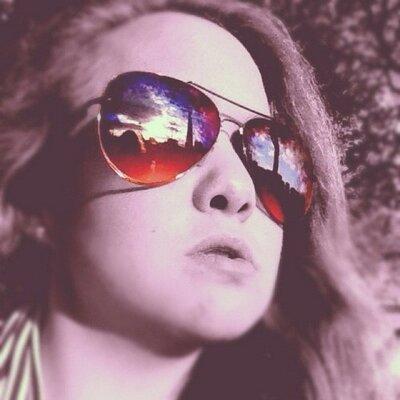 Ellie Groves | Social Profile