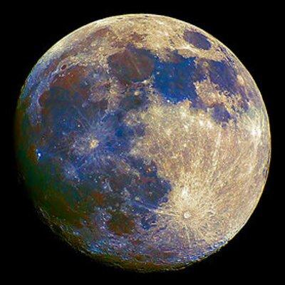 月の真下に着きました | Social Profile