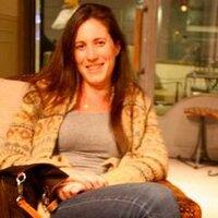 Debi Magonet | Social Profile