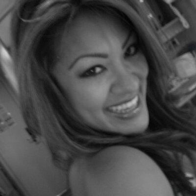 Lisa de la Vega | Social Profile