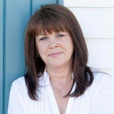 Caroline Brett | Social Profile