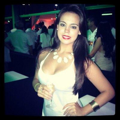 Bruna Prade | Social Profile