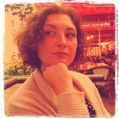 Venessa Miemis | Social Profile