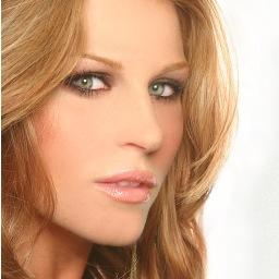 Julianne Kaye Social Profile