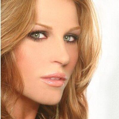 Julianne Kaye | Social Profile