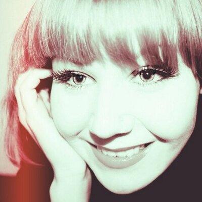 Polly Mur | Social Profile
