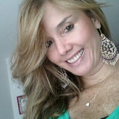 Angela Posada | Social Profile