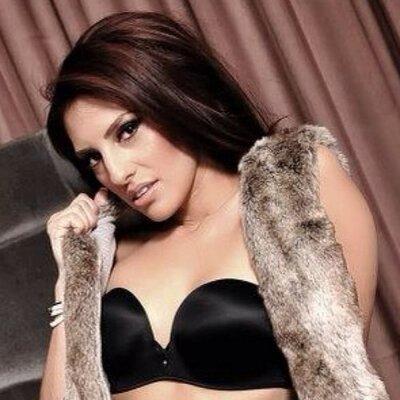 Veronica Salas | Social Profile